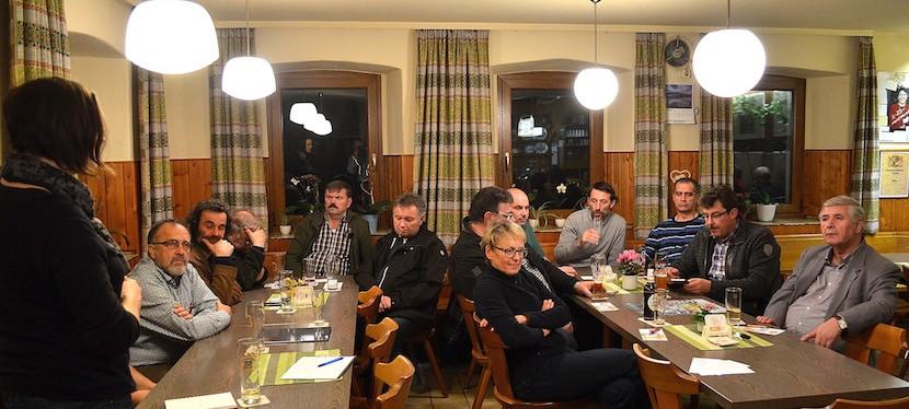 Mit Hackschnitzeln in die Zukunft und die Vorteile der Gemeinschaft – Zweiter Energiestammtisch in Ransbacha.d.H.
